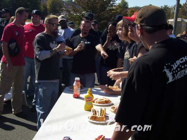 Drop em wear show hot dog eating competition